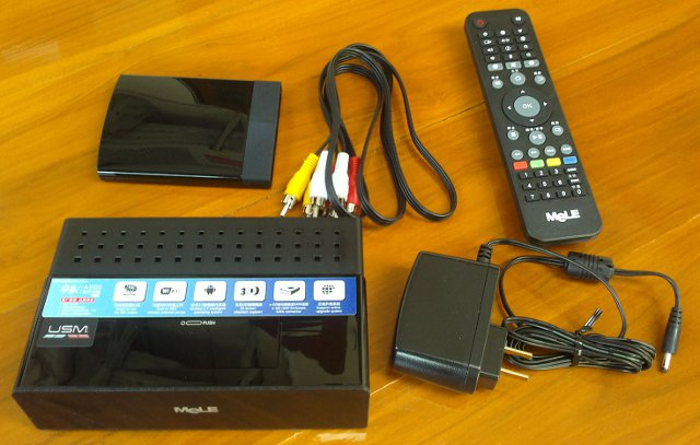 Allwinner A10 Device, power supply, audio/video cable, HDD casing and IR remote
