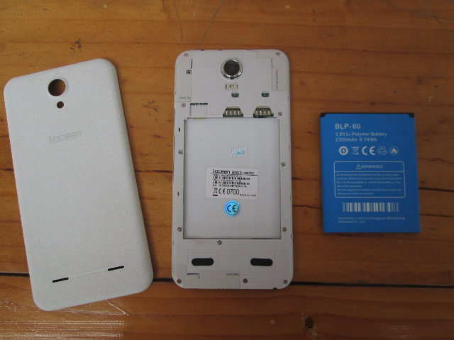 Iocean M6752 micro SIM slots and Battery (Click to Enlarge)