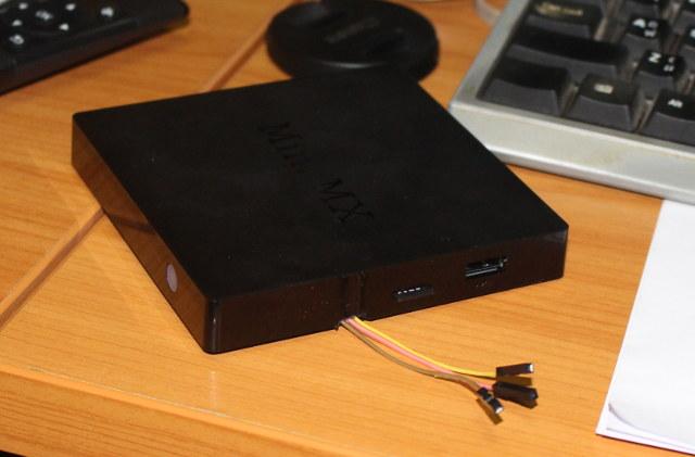 Beelink_MINI_MX_with_UART_cables