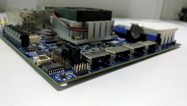 SATA_Breakout_port_Atom_C3000_Motherboard