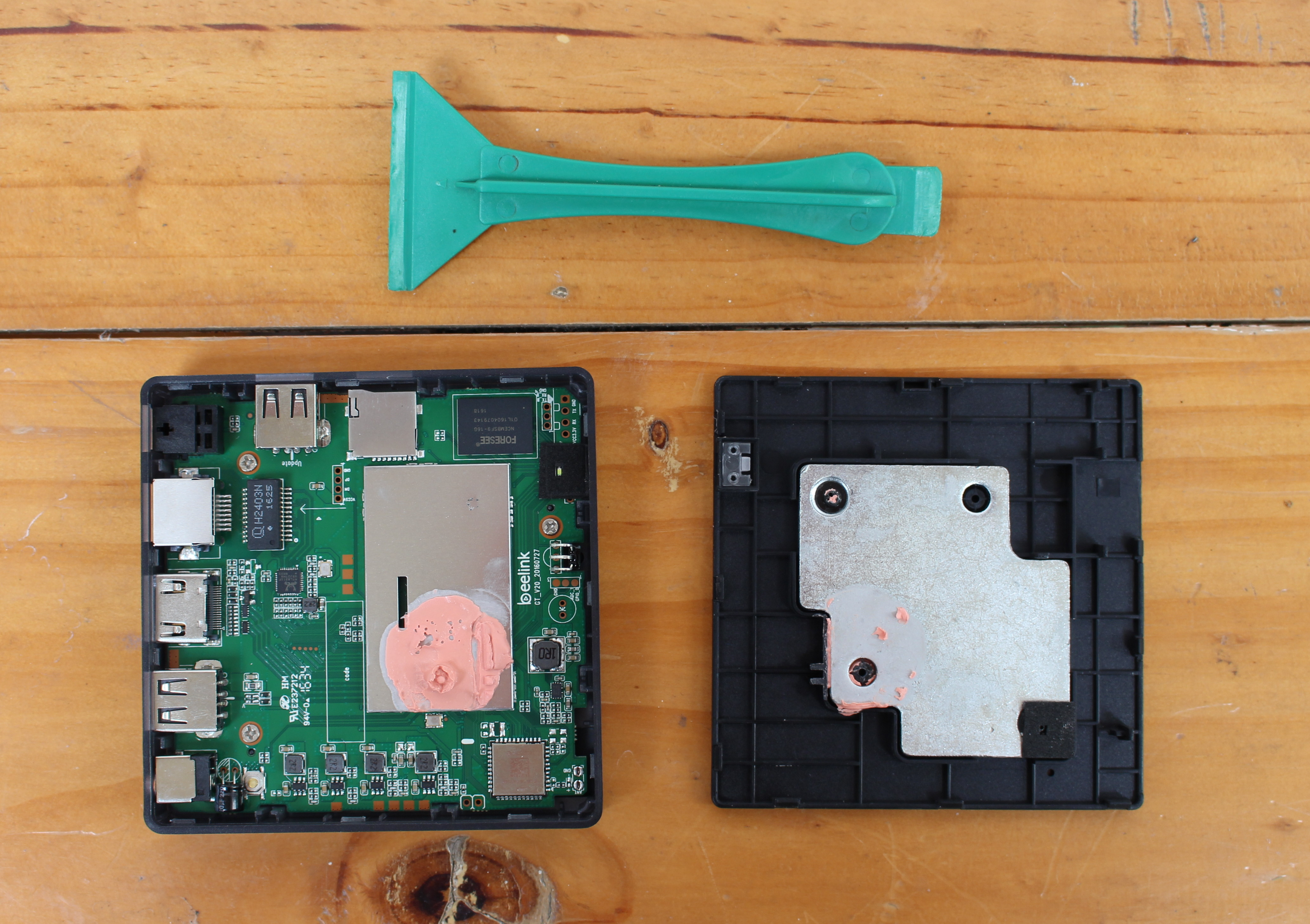 Beelink GT1 Teardown Large beelink gt1 4k tv box review part 1 unboxing and teardown Bee Link Logo at bakdesigns.co