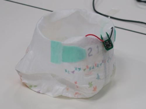 batteryless-urine-powered-smart-diaper