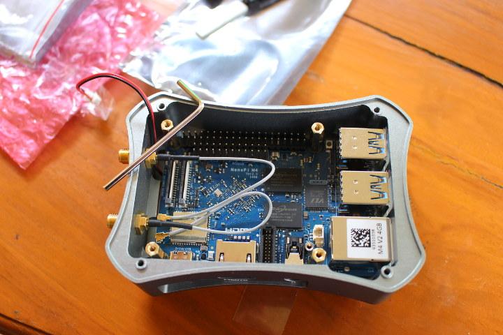 NanoPi M4 Metal Case Antenna Installation