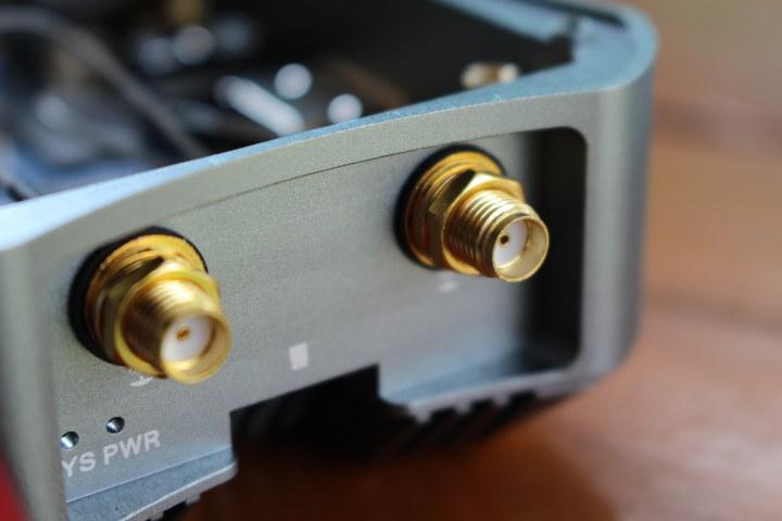 NanoPi M4 Metal Case Antenna Mount