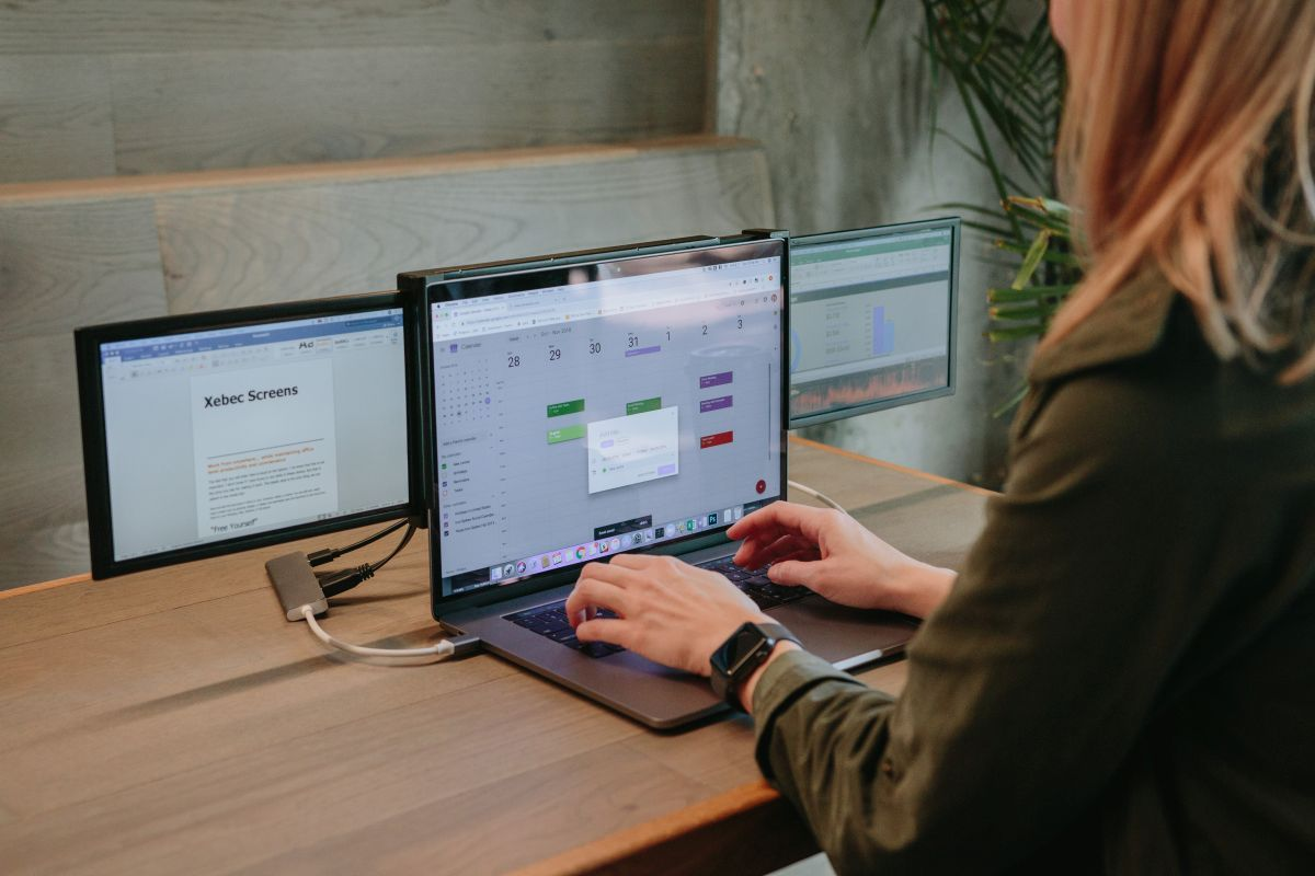 Xebec Converts Your Laptop into a Triple Monitor Laptop (Crowdfunding) -  CNX Software