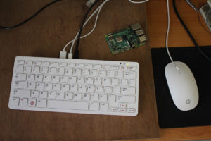 Raspberry Pi 400 Review vs Raspberry Pi 4