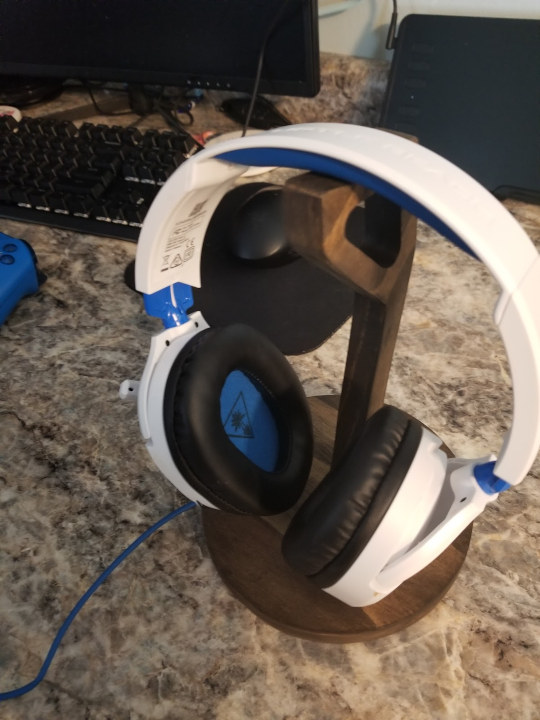 CNC milled headphone stand